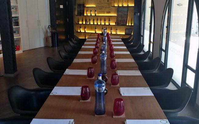 Alquiler de Sala para Reuniones de Empresa en Barcelona_ mesa imperial